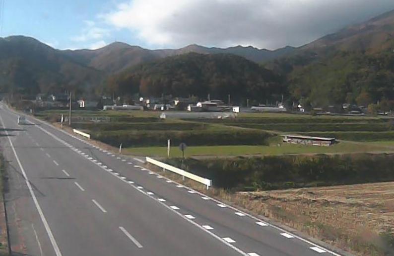 権兵衛峠与地ライブカメラは、長野県伊那市西箕輪の与地に設置された国道361号(権兵衛峠道路)が見えるライブカメラです。