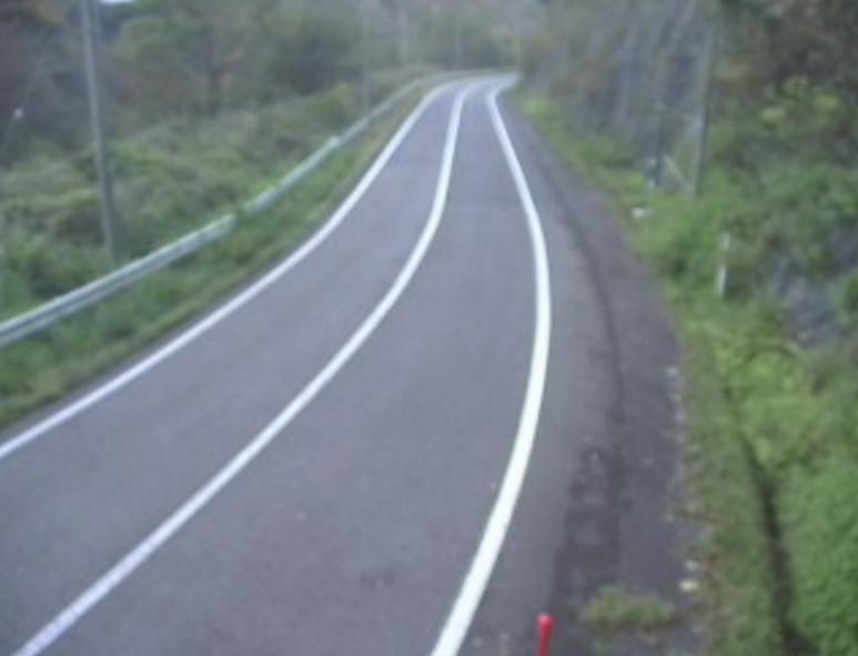 国道191号宇津川第1ライブカメラは、島根県益田市美都町の宇津川(長橋洞門付近)に設置された国道191号が見えるライブカメラです。