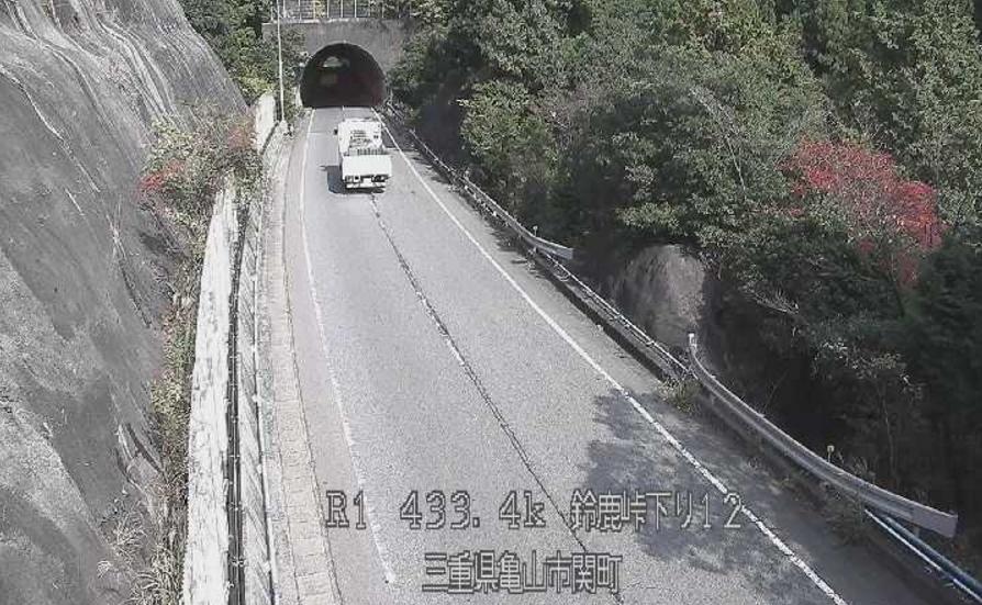 国道1号鈴鹿峠下り12ライブカメラ(三重県亀山市関町)
