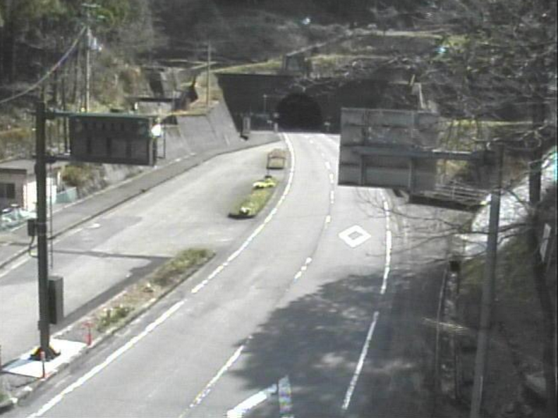 国道197号西ノ川高研山トンネル方向ライブカメラ(高知県梼原町上西の川)
