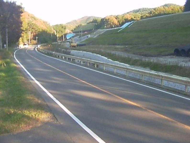 国道115号霊山町第1ライブカメラは、福島県伊達市霊山町の霊山町に設置された国道115号(中村街道)が見えるライブカメラです。