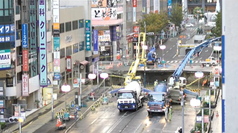 博多駅前道路陥没ライブカメラ(福岡県福岡市博多区)