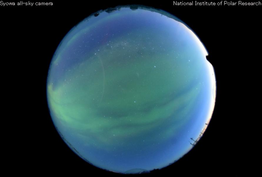南極昭和基地上空ライブカメラ(東オングル島)