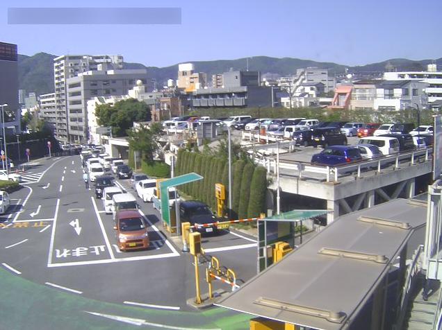 長崎大学病院正面玄関側患者用駐車場ライブカメラ(長崎県長崎市坂本)