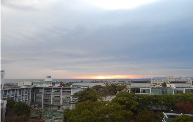 三重大学海向き伊勢湾ライブカメラ(三重県津市栗真町屋町)