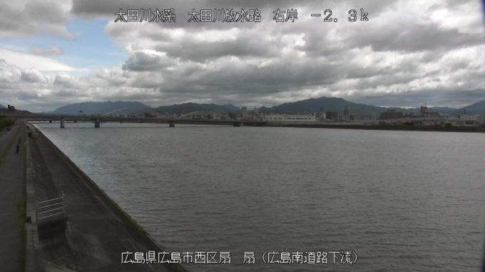 太田川放水路扇空間ライブカメラ(広島県広島市西区)