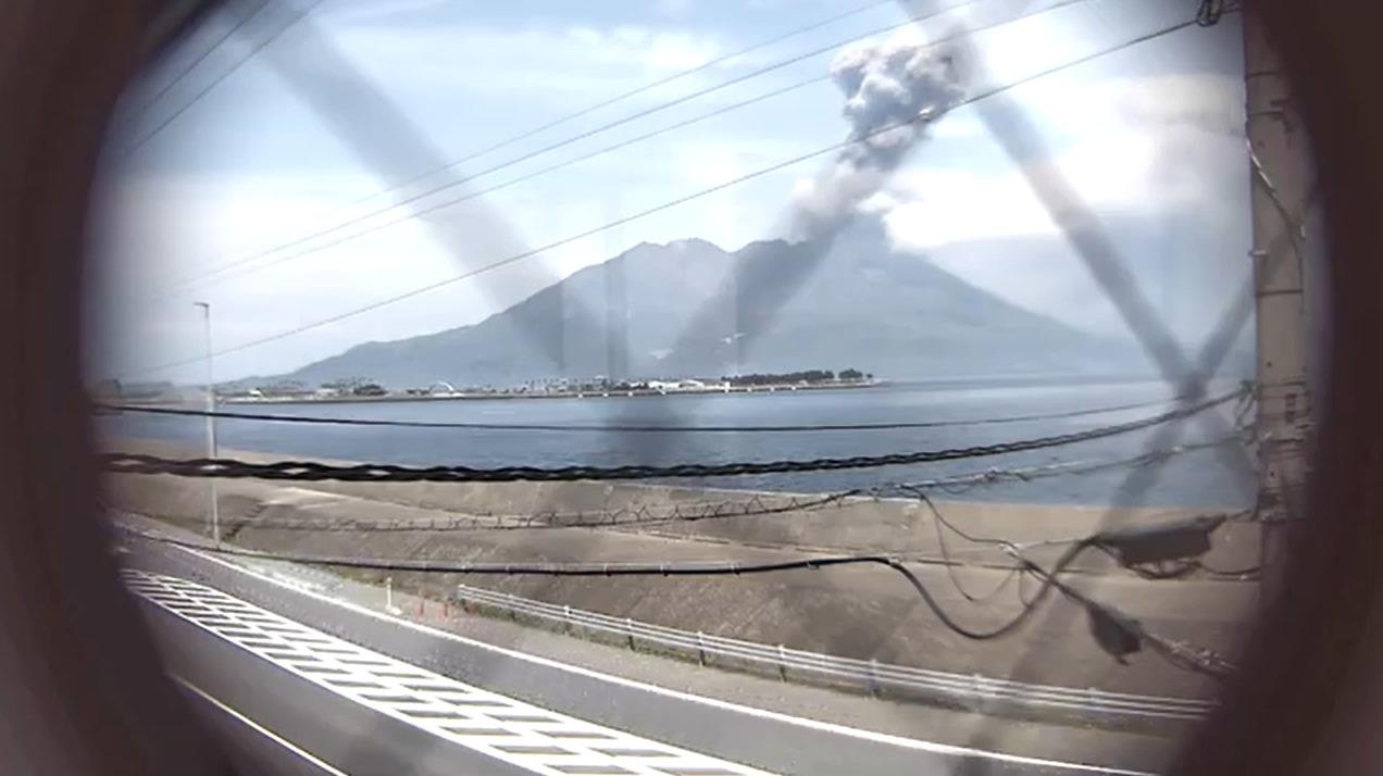 県民住宅桜島マリンポートかごしまライブカメラ(鹿児島県鹿児島市東開町)