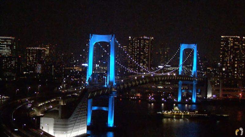 青色に染まるのレインボーブリッジ|ちんあなレインボーブリッジ首都高速11号台場線ライブカメラ(東京都港区台場)