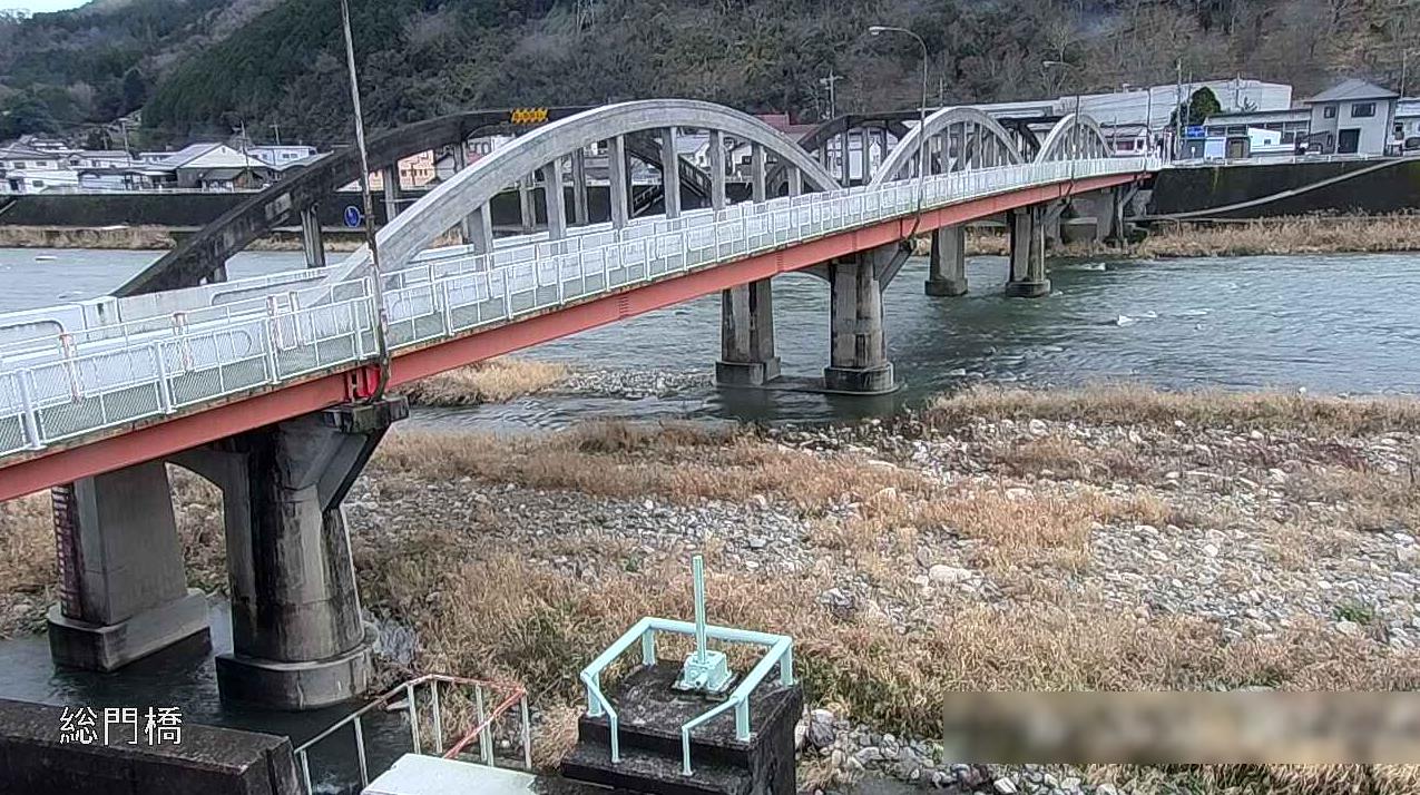 成羽川総門橋ライブカメラ(岡山県高梁市成羽町成羽)